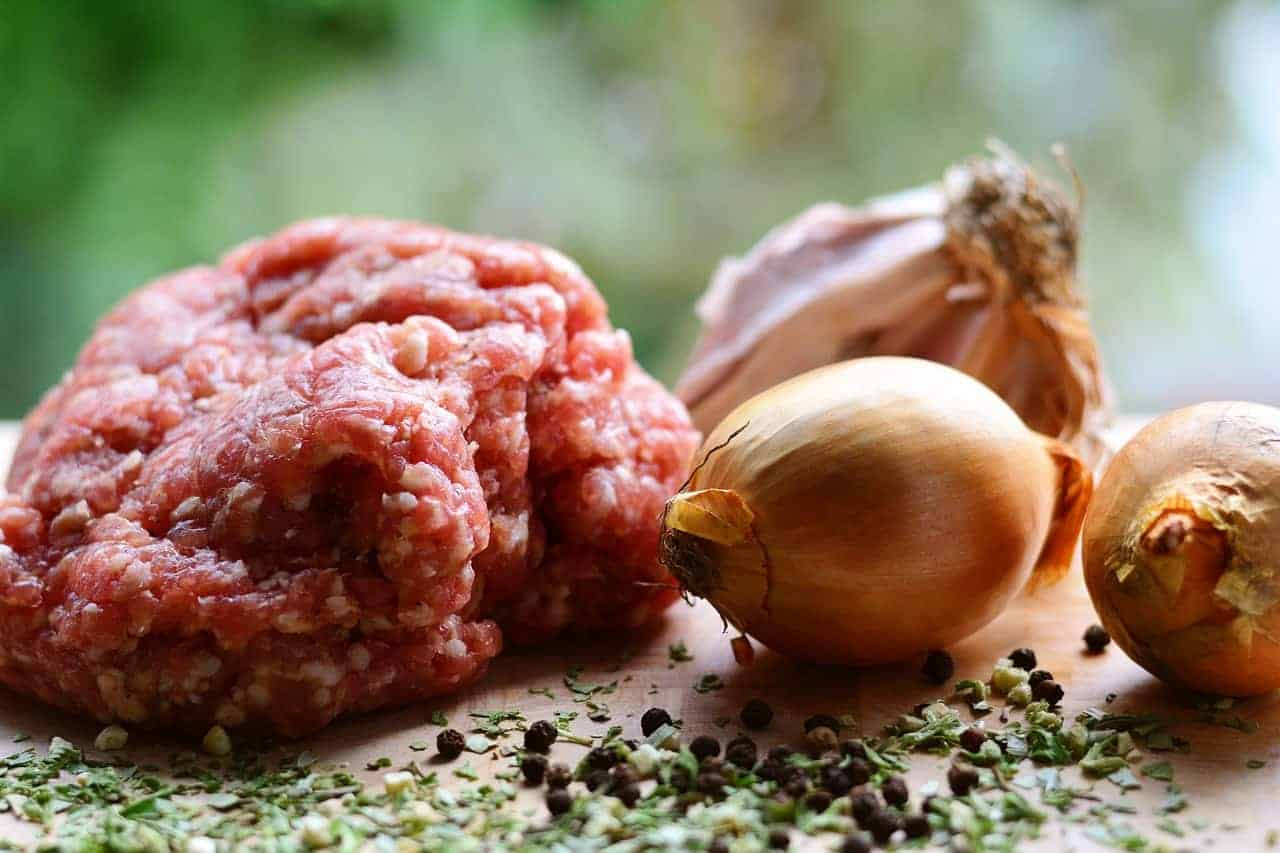 Ingredients for the kotlety mielone.