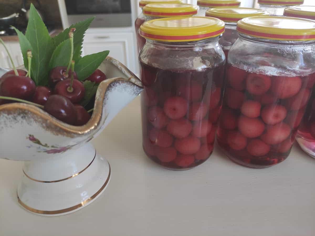 Polish kompot in jars.