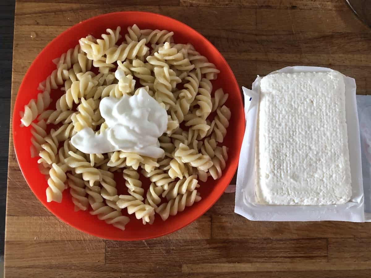 Pasta, cheese and sour cream.