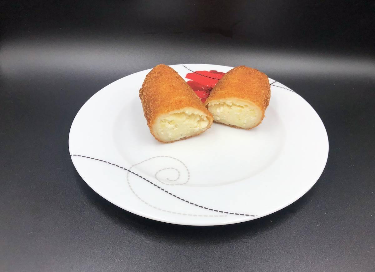 Krokiety ruskie on a plate.