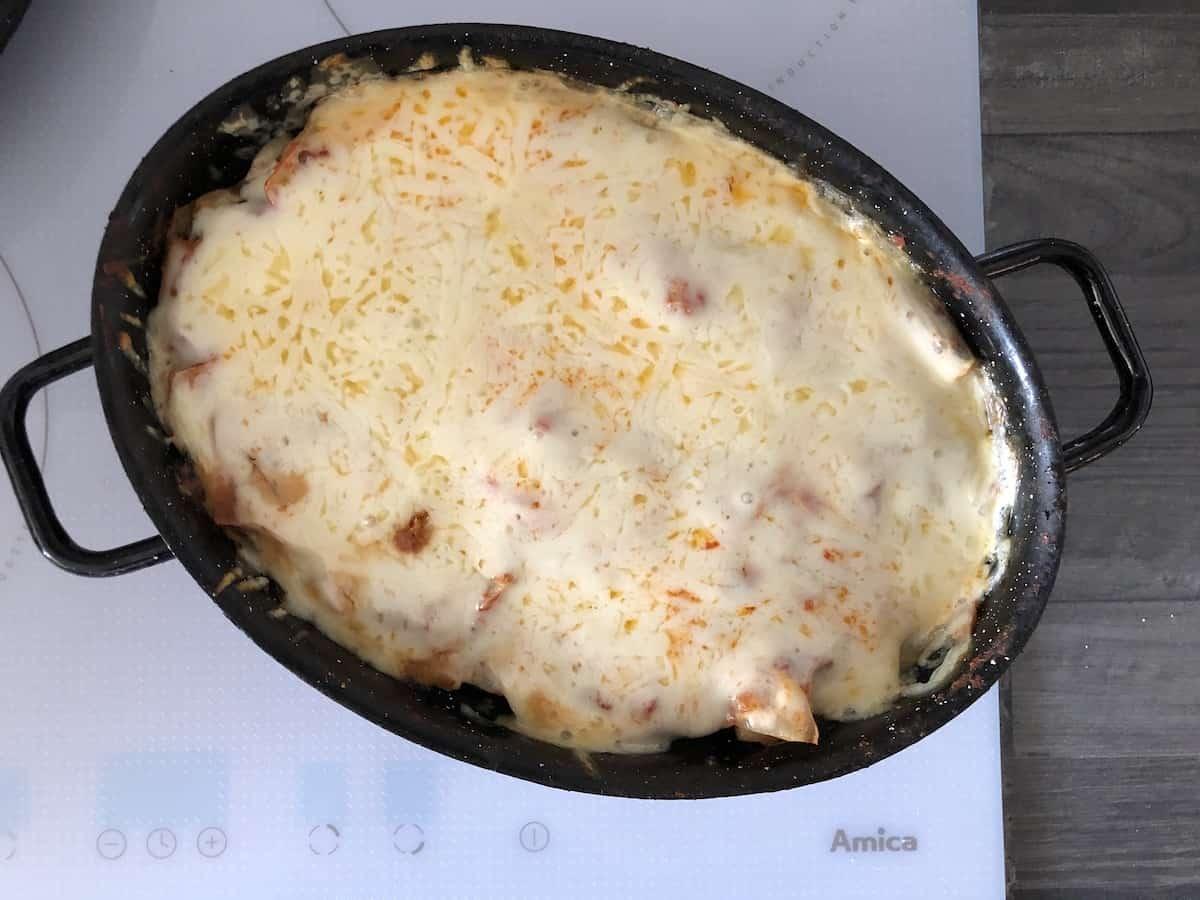 polish lasagna recipe gołąbki bez zawijania zapiekanka in a black dish.